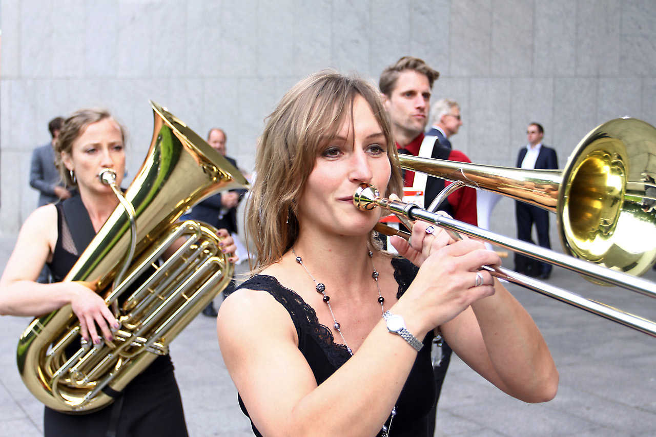 Walkabees, mobile Band, Brass-Walk-Act aus Berlin
